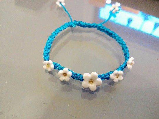 braccialetto con fiorellini in ceramica