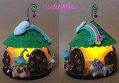 Lanterna casa di elfo con Unicorno decorata a mano in fimo. Perfetta come regalo.