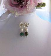 Orecchini con fiore di ottone, Rubino con Fucsite e Perle coltivate, 50 mm