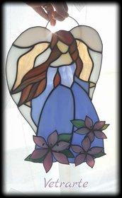 Angelo etereo realizzato in vetro