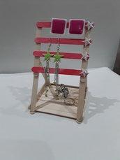 Porta orecchini e anelli con stecche in legno