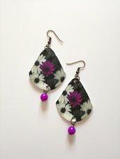 Orecchini di carta pendenti fantasia floreale con perla viola