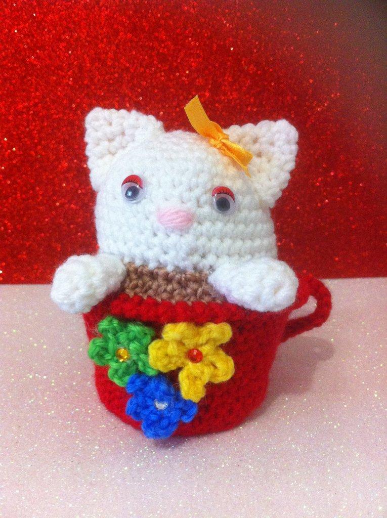 Gattina in tazza rossa, idea regalo