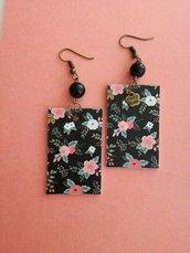 Orecchini di carta pendenti fantasia floreale nero