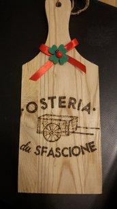 tagliere in legno inciso con logo attività