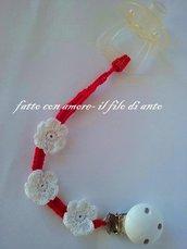 Catenella porta ciuccio rosso con fiori bianchi