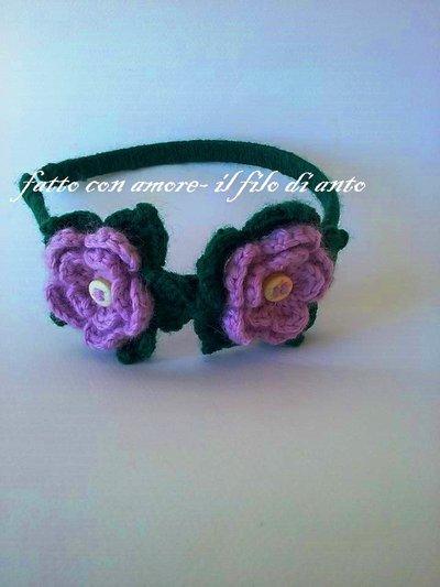Cerchietto verde con fiori in lana fatto a mano